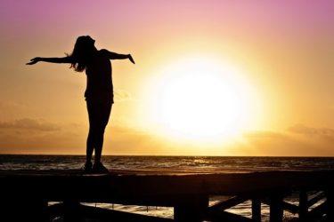 更年期にうつ病になりやすい?違いや治療法も解説